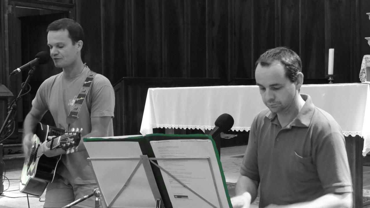 Fabien (guitare) et Manu (synthétiseur)