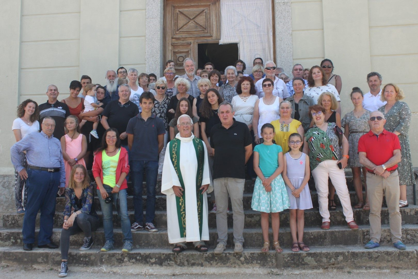 Avec les habitants du village de Guagnu, a la sortie de la messe