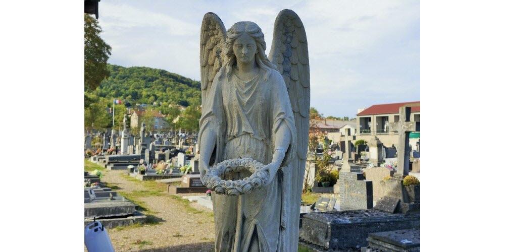 Temps de prière dans les cimetières